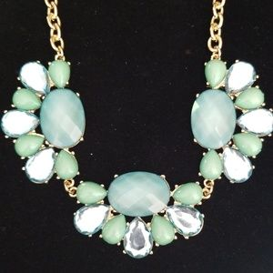 Beautiful Minty Beaded Statement Necklace NWT
